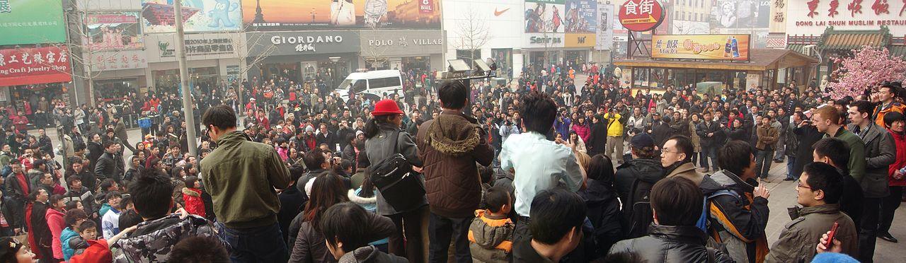 1280px-Jasmine_Revolution_in_China_-_Beijing_11_02_20_crowd-2