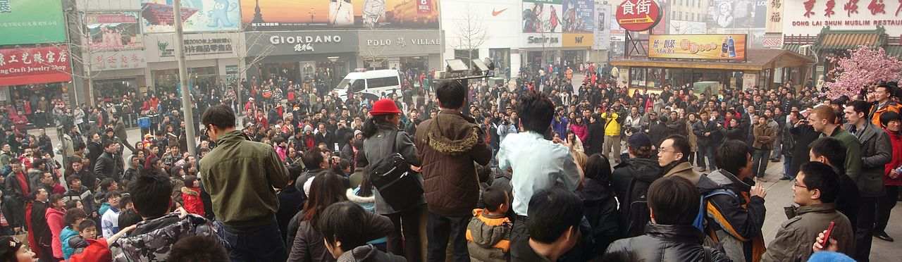 1280px-Jasmine_Revolution_in_China_-_Beijing_11_02_20_crowd-2