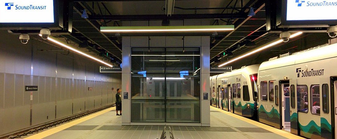 University_of_Washington_station_platform_level-2